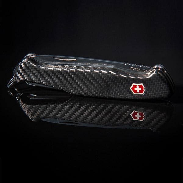 Карбонов джобен нож Victorinox  Магазин