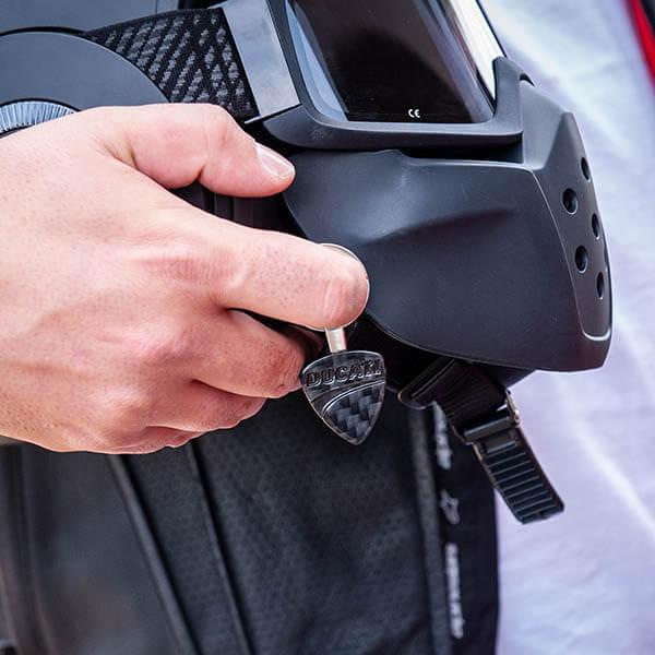 Карбонов ключодържател Ducati Магазин Carbon Touch