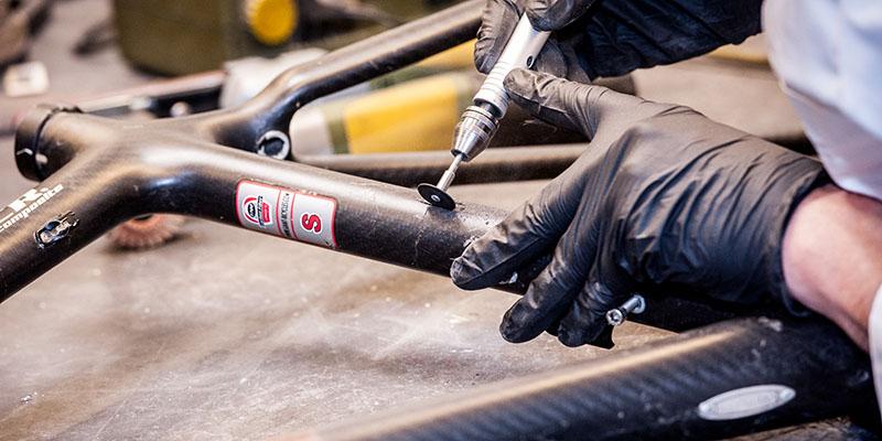 Поправка на карбонова велосипедна рамка