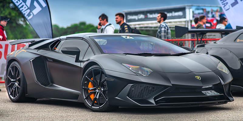 Черно Lamborghini Aventador с карбон